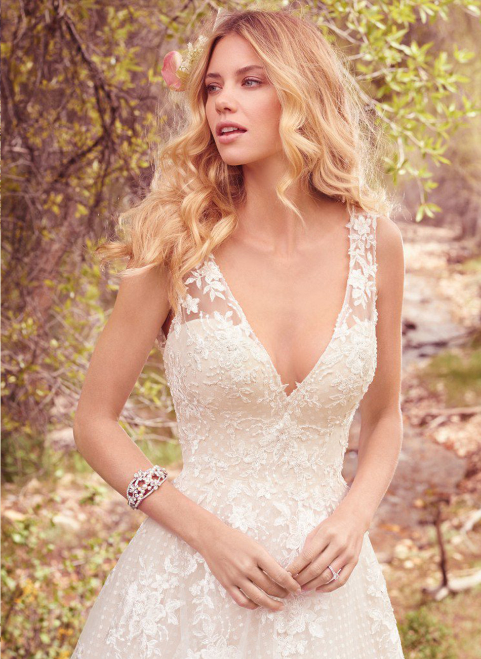 handmade custom design sexy white wedding dresses 2017 sleeveless deep v neck lace vintage gown bridal dress with appliques