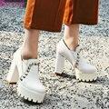 QUTAA 2017 Bombas de Las Mujeres Blancas zapatos de Tacón Cuadrado Punta Redonda Plataforma de La Manera Del Remache de LA PU cuero de Las Señoras Zapatos de Boda Tamaño 34-43