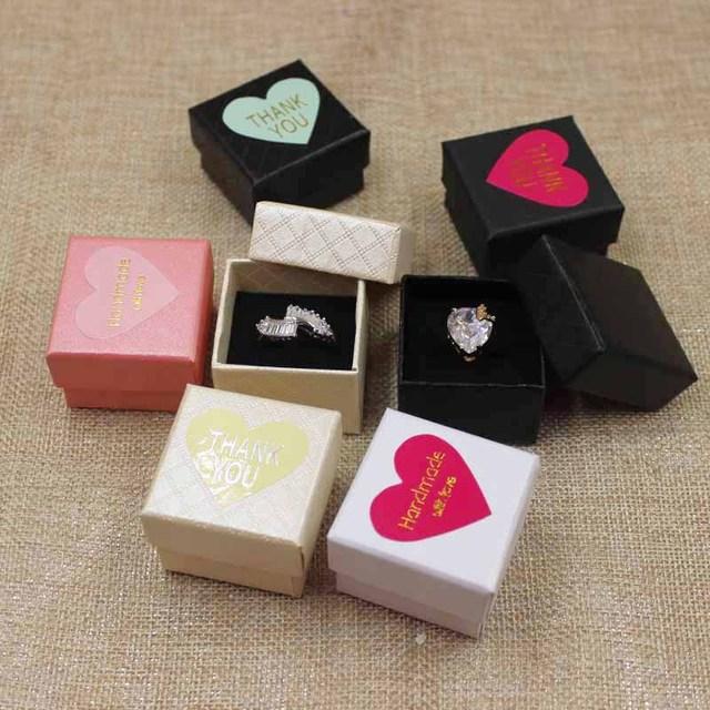 30 adet başına lot 4*4*3 cm Moda yüksek kaliteli kağıt Halka Kutuları hediye kutusu yapışkan etiket dekorasyon jewerly kutusu için halka
