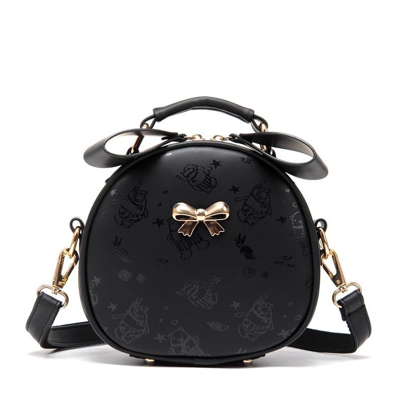 In the fall of 2017, the bag is a lovely bow with a shoulder bag