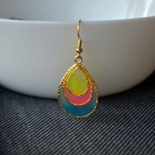 a Pair Rainbow Waterdrop Red Yellow Blue Glow In The Dark Gold Color Drop Earrings For Women Boho Fashion Jewelry Bohemian pair of gorgeous gemstone embellished waterdrop shape earrings for women
