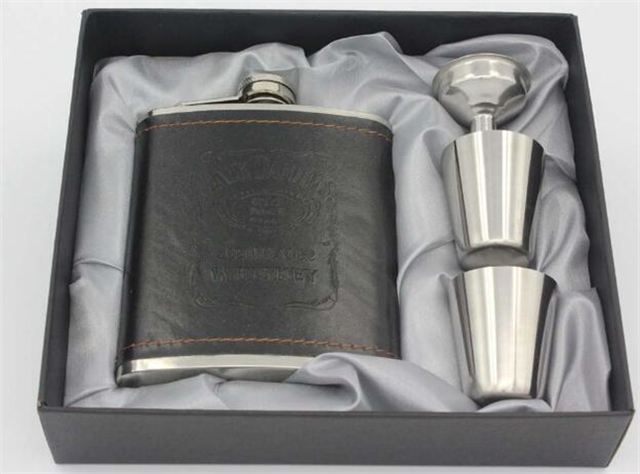 7oz Stainless Steel Portable Whiskey Bottle Outdoor Russia high-grade Foreskin embossed Pot PU leather Hip Flask Set