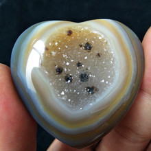 A Natural stones and crystals cristal heart agate crystal cluster home decor palm stone  very beautiful