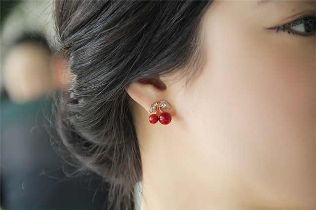 2018 New Fashion Cute Lovely Red Cherry Earrings Rhinestone Leaf Bead Stud Earrings For Woman Jewelry Boucle D'oreille Femme
