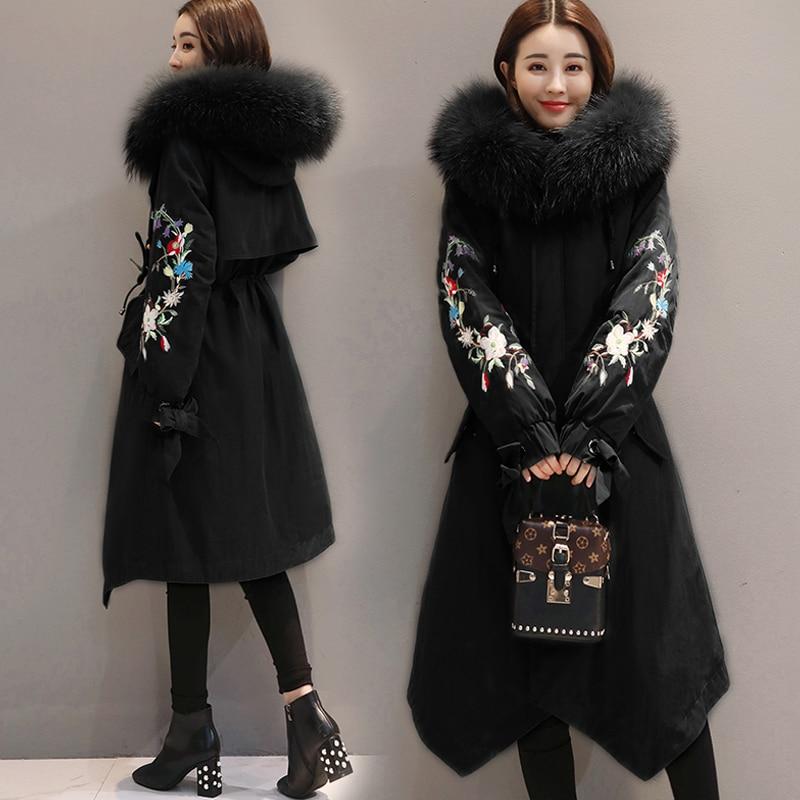 2018 Vestes d'hiver Femmes Broderie Manteaux Grand col de fourrure À Capuche Doudoune Chaud Long Parka Femmes Épaissir Coton Vestes 1857