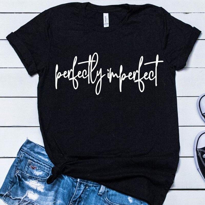 9fb5c564d564 Perfeitamente Imperfeito Camisetas Novas Mulheres Carta Impressão de Manga  Curta Camiseta Top Verão Moda Tumblr Moderno