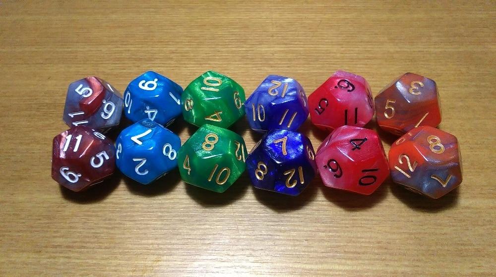 จัดส่งฟรีพิเศษที่สวยงามใหม่ 2 ชิ้นผสมสองสีลูกเต๋า 12-sided D12 ลูกเต๋าสำหรับเกมกระดานและการ์ดเกมอุปกรณ์เสริม