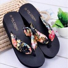 Женская обувь без шнуровки; сезон лето; коллекция года; пляжные сандалии в богемном стиле с цветочным рисунком; шлепанцы на танкетке; Вьетнамки; zapatos de mujer