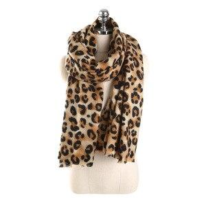 Image 3 - Darchrow leopardo impresso cachecol feminino inverno cobertor cachecol quente macio cashmere engrossar xales cachecóis para mulher senhora