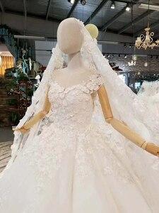 Image 2 - LS860540 שנהב קצר שרוול חתונה שמלת o צוואר נפוח הכלה שמלת סין מפעל סיטונאי ארוך 3d פרחי צעיף vestido coctel