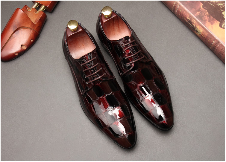 2018 autumn New mens British business suits pointed patent leather mens shoes bright leather lace youth trend casual shoes2018 autumn New mens British business suits pointed patent leather mens shoes bright leather lace youth trend casual shoes