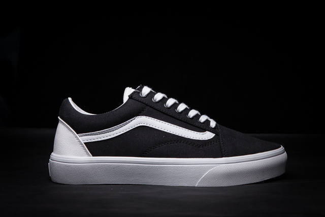 vans classic casual shoes