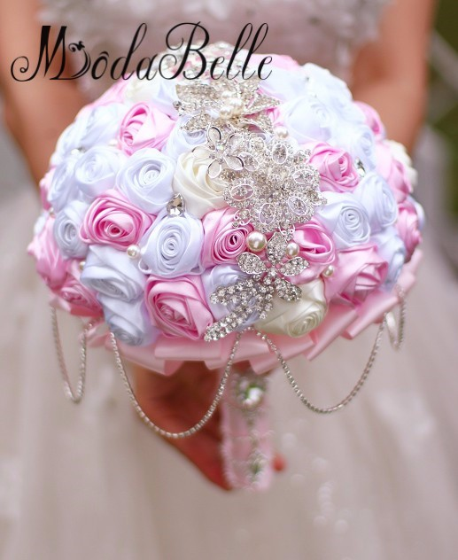 Bride-s-holding-flowers-New-arrival-Romantic-Wedding-White-pink-Rose-Bouquet-tassel-Rhinestone-chain-bridal (1)_conew1