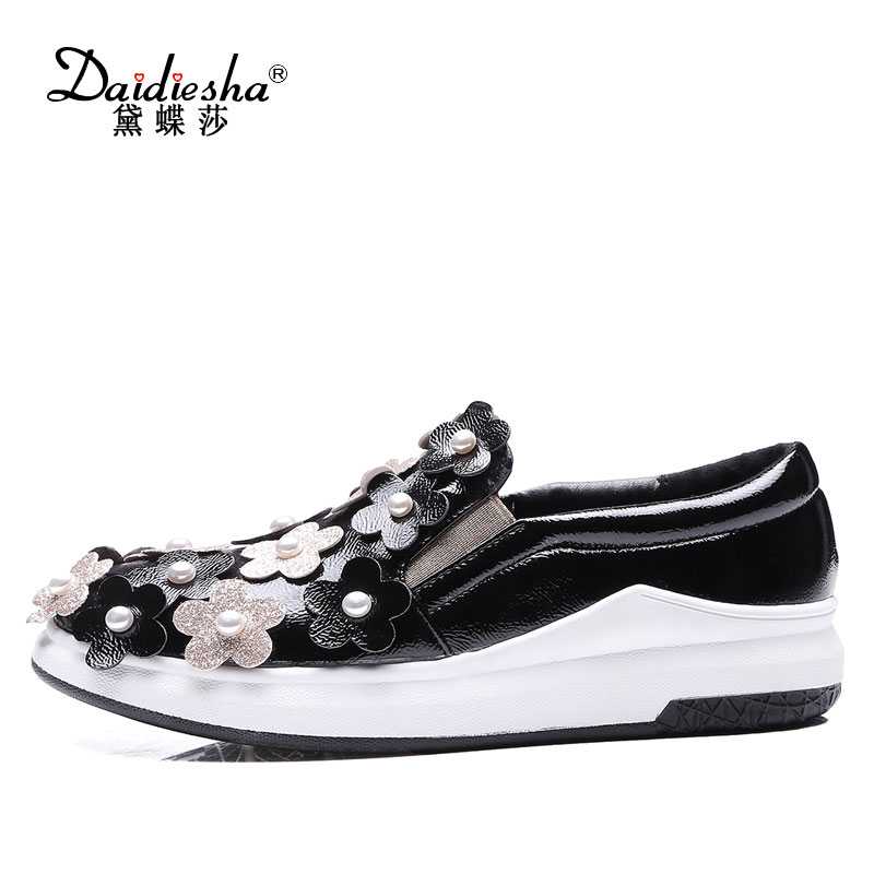 2017 Fashion Women Flat Platform Sweet Flower Appliques Loafers Slip-on Round Toe Shoes Casual Party Shoes Plus Size 34-43