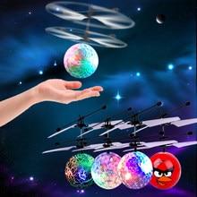 Colorido luminoso de juguetes de juguete volador luz de Flash de colores Bola de vuelo para los niños regalos de los niños