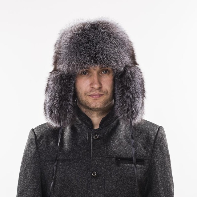 19a2da5c43101 Men s Winter Bomber Hats Genuine Fox Fur Hats Russian Ushanka Aviator Snow  Skiing Raccoon Fur Hat Earflap Winter Bomber Hats