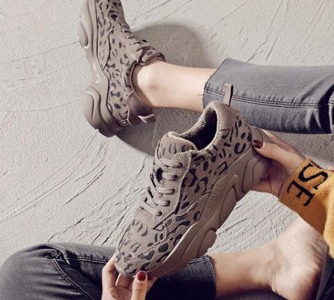 2018 Korean version of the trend leopard element thick-soled casual shoes.2018 Korean version of the trend leopard element thick-soled casual shoes.