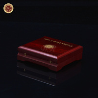 สีแดงและขัดท้าทายเหรียญกล่องของขวัญไม้