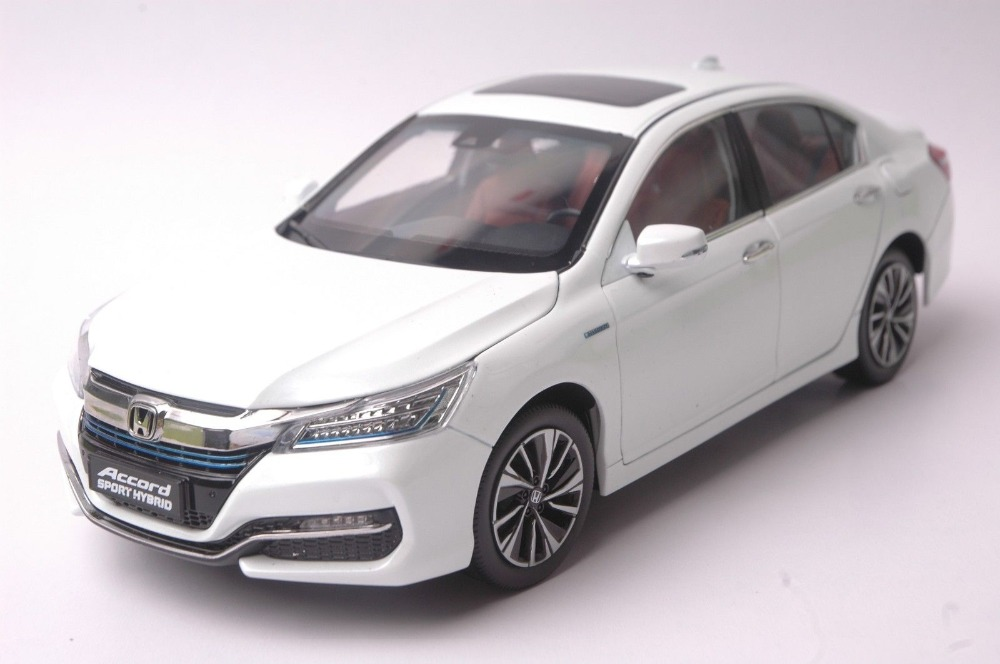 1 18 diecast model for honda accord hybrid 2016 white for Honda crv 2016 white