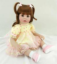 Muñeca reborn de 55 cm con vestido a lunares