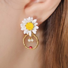 Cute Sweet Novelty Daisy Pendant Earrings Ladies Hollow Ear Clip Girl Holiday Gift Fashion Women Jewelry Accessories