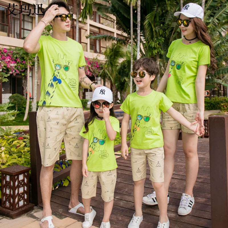 Candid Green Cartoont-shirt Khaki Shorts Family Matching Clothes For Mother Daughter Girl Matches Father Son Clothes Family Costumes