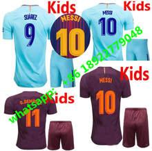 17 18 crianças MESSI NEYMAR JR INIESTA PIQUE SUAREZ camisas de futebol kits 2017  2018 O 43e81f223aad2