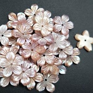 Image 2 - 10 cái Sỉ Vận Chuyển Miễn Phí trang sức Đẹp 14 mét Hồng Mẹ của pearl Shell Flower Phụ Nữ Người Đàn Ông Mặt Dây Chuyền Hạt pMC4821