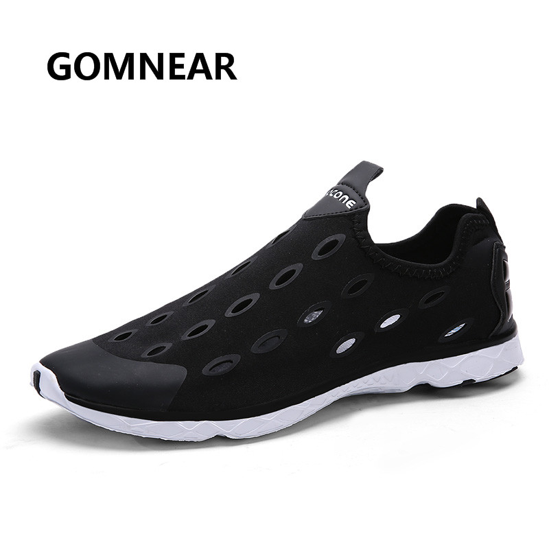 ФОТО GOMNEAR Men Aqua Shoes Brethable Light Slip on Sneakers Beach Playing Walking Jogging Comfortable Water Zapatos Black