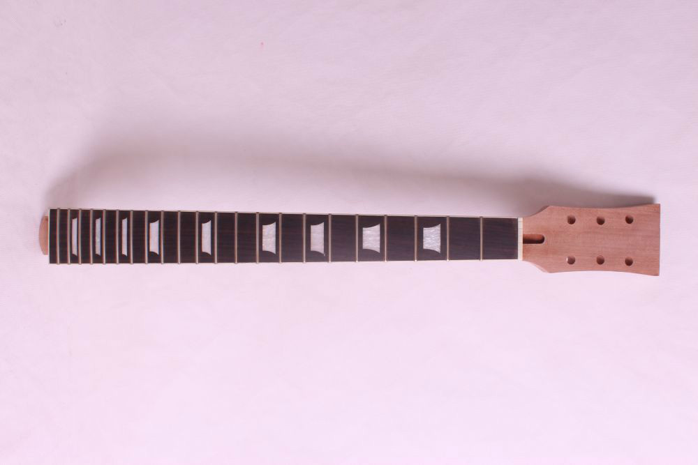 1 pcs electric guitar neck maple made and maple wood  fingerboard Bolt on 22fret 1 pcs electric guitar neck maple wood fretboard truss rod 22 fret tiger stripes maple neck xylophone