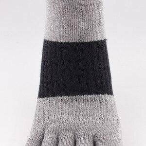 Image 3 - Die neue baumwolle farbe kampf männer fünf finger socken Casual deodorant schweiß männer finger socken