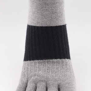 Image 3 - O novo algodão cor luta cinco dedos meias masculinas desodorante casual suor dedos meias masculinas