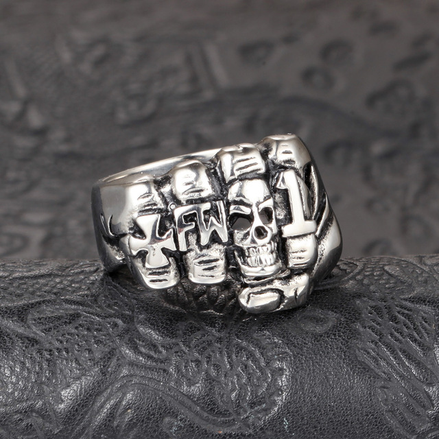 STAINLESS STEEL SKULL FIST MAN RINGS (2 VARIAN)