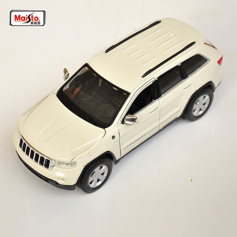 Kids Toys Maisto 1/24 Diecast Alloy 2011 Jeep Grand Cherokee Golden White Red 1:24 Model Car Toys For Boys Gift 3 Colors