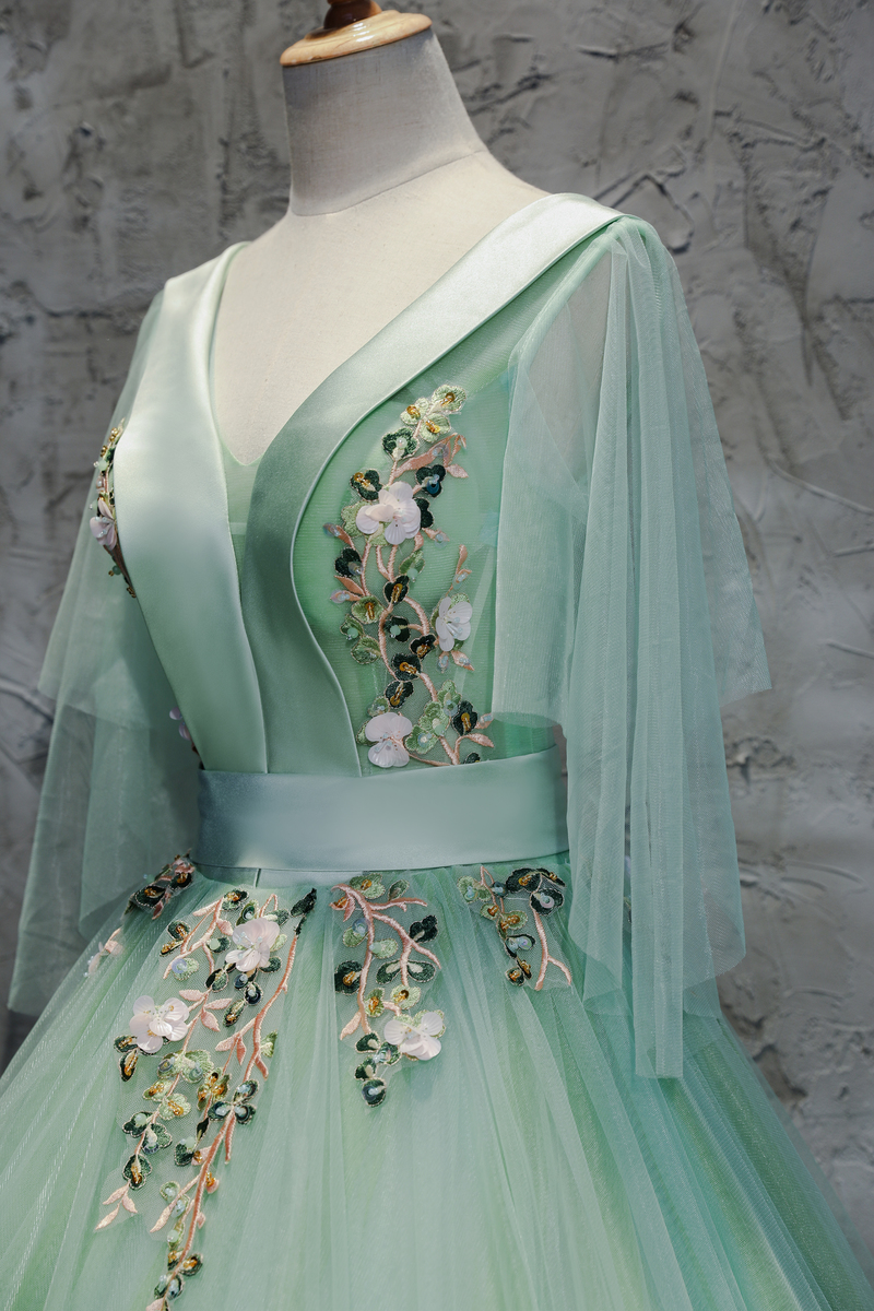 Fairy Light Green Embroidery  Butterly Sleeve Cosplay Ball Gown Medieval Dress Renaissance Gown Queen Victorian/ Belle Ball