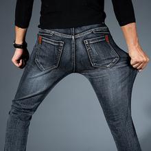 2019 nowych mężczyzna mody czarne niebieskie dżinsy mężczyzn dorywczo wąskie rozciągliwe dżinsy klasyczne spodnie dżinsowe spodnie Plus rozmiar 28-42 wysokiej jakości tanie tanio Mężczyźni Jeans Denim Zipper fly Średni REGULAR Zmiękczania Proste Midweight Pełnej długości Na co dzień MJEANS709011