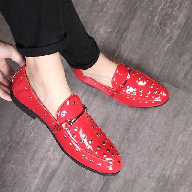 ERRFC ใหม่มาถึงผู้ชายสีแดงรองเท้าแฟชั่นรอบ Toe Rivets Slip บนยอดนิยมรองเท้า Man Blue อังกฤษ Plus ขนาด 47 48