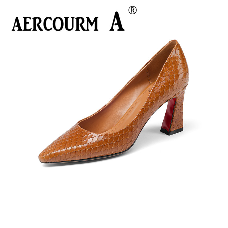 цена на Aercourm A 2018 Women Serpentine Skin Surface Shoes Ladies Shallow Genuine Leather Shoes Square Heel Pumps New Office Shoes Z318