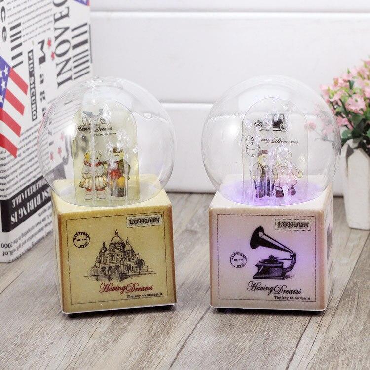 Style britannique ours pulvérisation rotatif boule de cristal boîte à musique boîte de bande dessinée résine artisanat