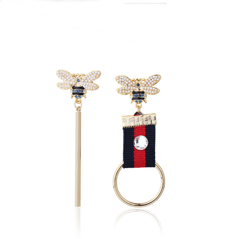 цена на New Fashion Personality South Korean Style Asymmetric Small Bee Simulated-Pearl Ornaments Drop Earrings For Women Female Jewelry