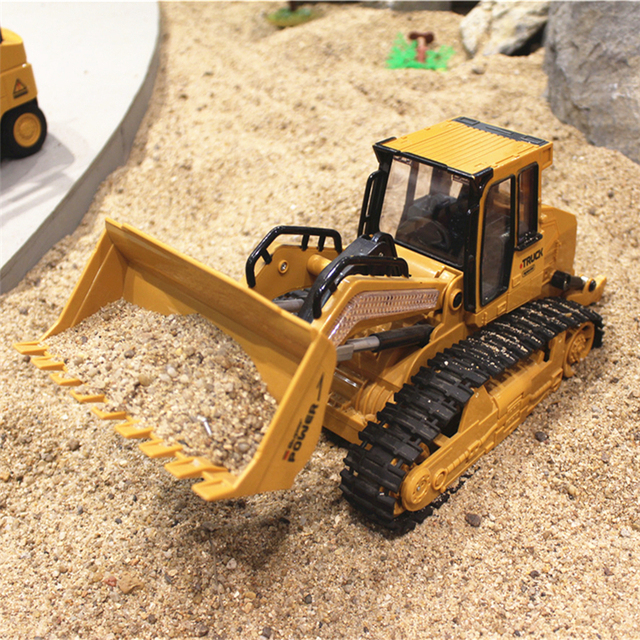RC Truck 6CH Bulldozer Caterpillar Track Remote Control Simulation Engineering Truck Christmas Gift Construction Model Toy 6822L