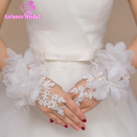Beaded 3D Flower Lace Short Wrist Bridal Gloves Fingerless Wedding Gloves 2017 Hot Sale White Wedding