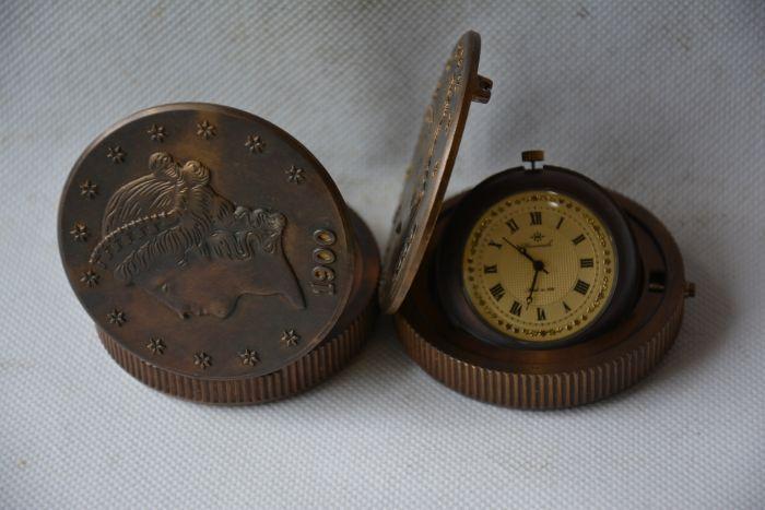 Rare ancienne dynastie Qing horloge en laiton royal en verre \ montre de poche mécanique, peut fonctionner, avec marque, personnages occidentaux, livraison gratuite
