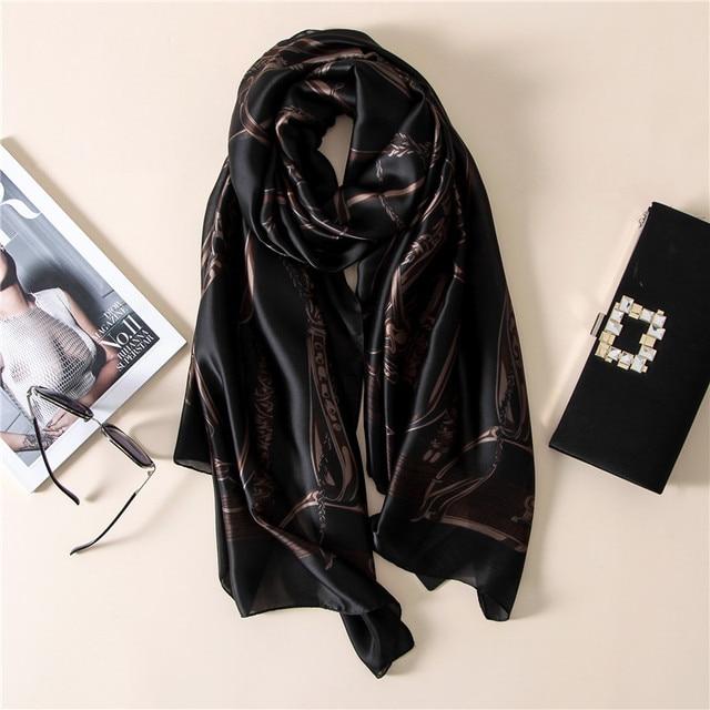 bc08f8a5fccc 2017 Soie Écharpe De Luxe Marque hijab Foulard De Mode Noir Chaîne Femme  bandana Impression Écharpe