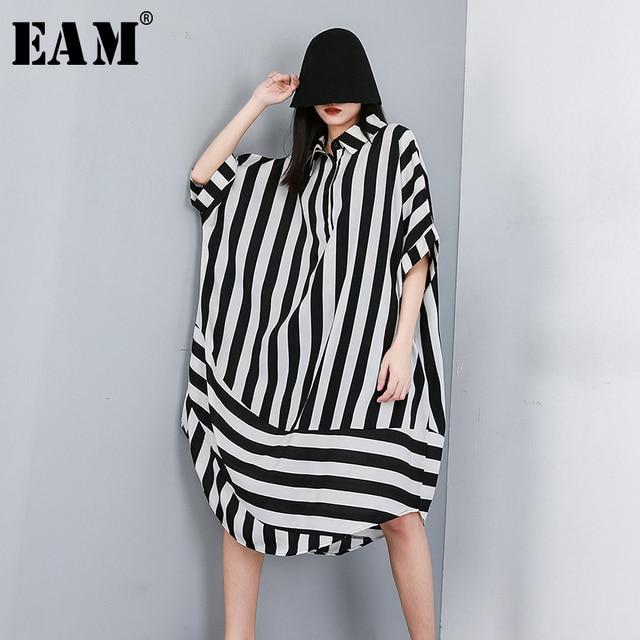 [EAM] 2020 새로운 봄 여름 옷깃 하프 슬리브 블랙 스트라이프 인쇄 분할 공동 큰 크기 셔츠 여성 블라우스 패션 조수 JW574