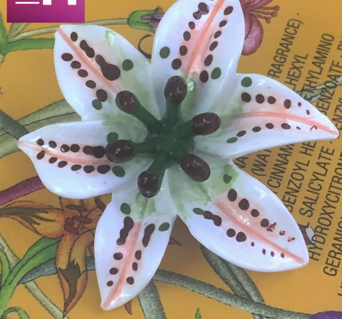 En gros 10 pièces nouveau haute qualité stéréoscopique lily pardessus manteau boutons veste chemise chandail bouton 40mm 4.0 cm livraison gratuite-in Boutons from Maison & Animalerie    1