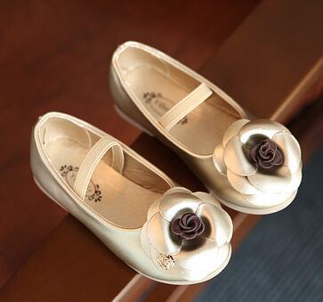 4f6310f3e Crianças sapatos Primavera 2018 novos Coreano das meninas da forma de  camélia sapatos único sapato de couro do bebê da princesa para os bebés