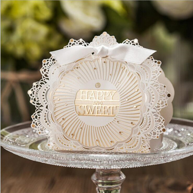 50pcs New Lace Wedding Gift Favors Bag Elegant White Luxury Decoration Laser Cut Party Sweet Guest Paper Candy Box In Bags Wring Supplies