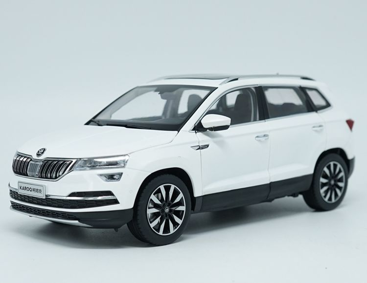 цена на 1:18 Diecast Model for Skoda KAROQ Sportline 2018 White SUV Alloy Toy Car Miniature Collection