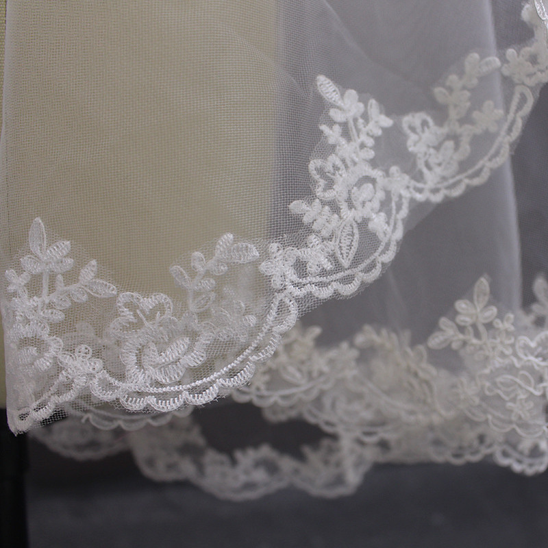 Elegant Lace Edge Short Wedding Veil With Comb